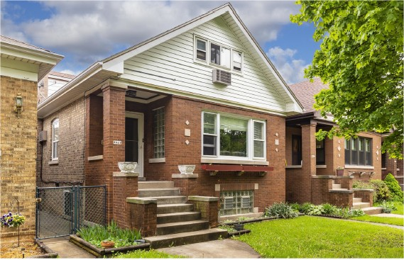 3819 N. Francisco Single Family Bungalow Horner Park Chicago 2,500 sq ft (3 lvls) | 5 Beds | 1 Full Bath, 2 Half Baths $437,900